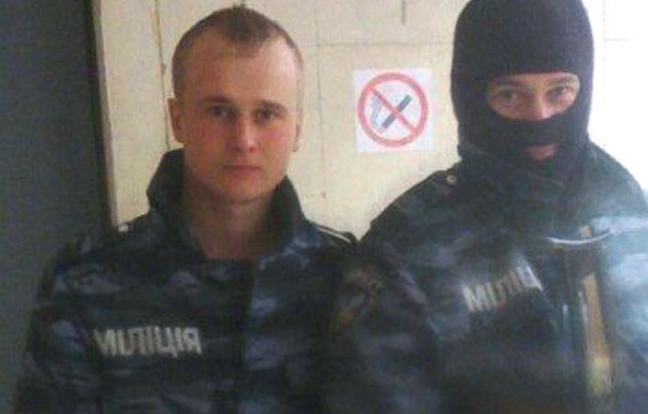 Николай Козлов в форме украинского милиционера во время операции в Крыму