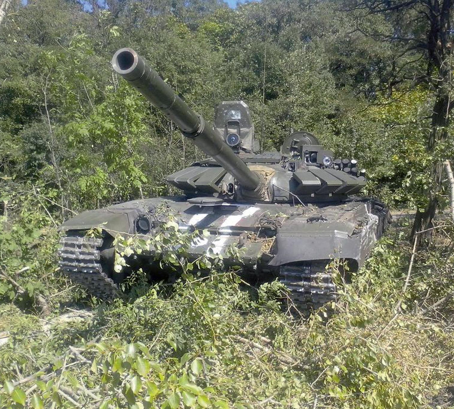 Российский танк Т-72Б3, захваченный украинскими военными у сепаратистов