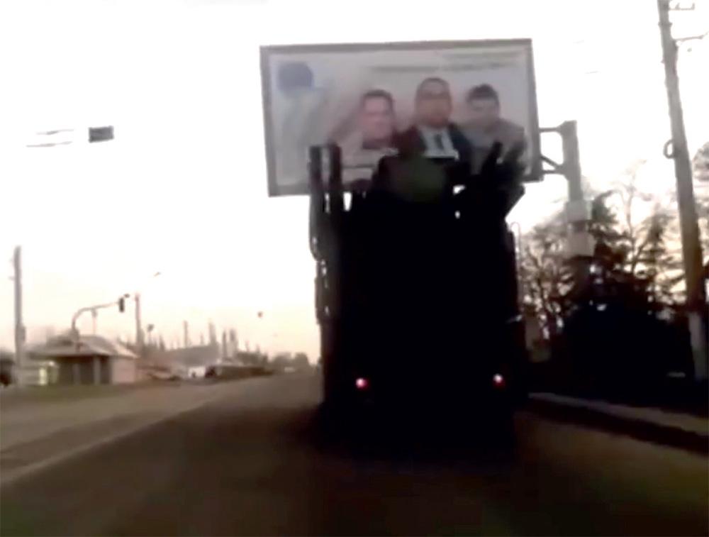 ЗРПК «Панцирь-С1» во захваченном сепаратистами Луганске