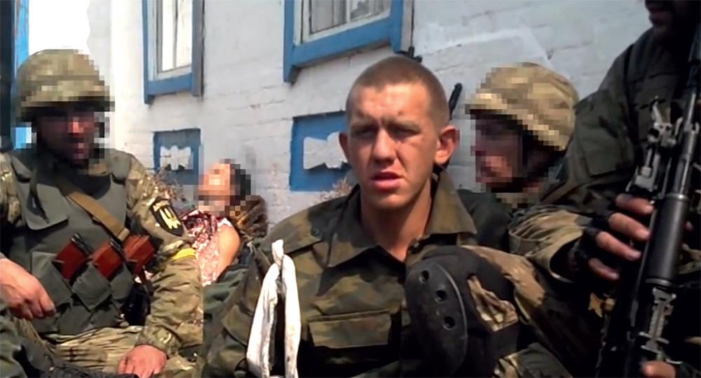 Допрос задержанных российских танкистов